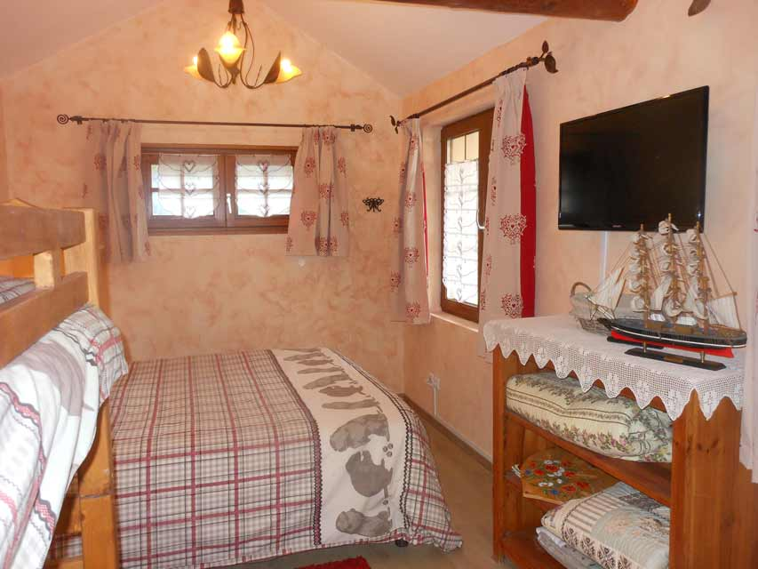 Au bonheur du lac chambres d 39 h tes bed and breakfast for Meuble savoyard annecy